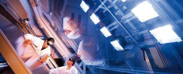 Innen-Teststand mit Solarsimulator für Messungen von Solarkollektoren
