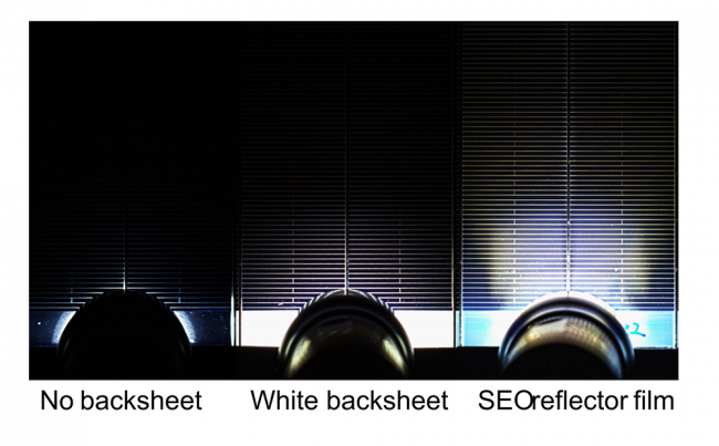 A simple flashlight proves the effectiveness of the internal reflection